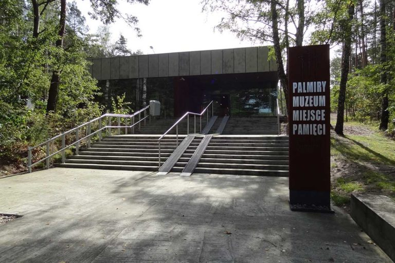 galeria-palmiry-puszcza-kampinoska-07